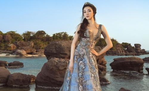 Ngẩn ngơ trước nhan sắc 'nữ thần' của Hoa hậu Nguyễn Thị Huyền