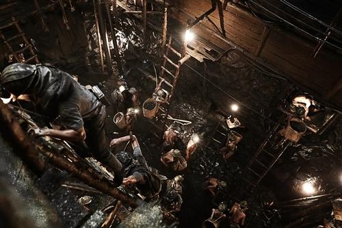 Đảo địa ngục, The Battleship Island, So Ji Sub, Song Joong Ki, phim chiếu rạp