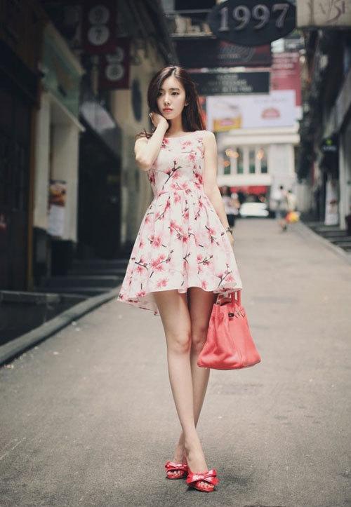 Váy hoa - item thời trang công sở tươi mát cho ngày hè nóng