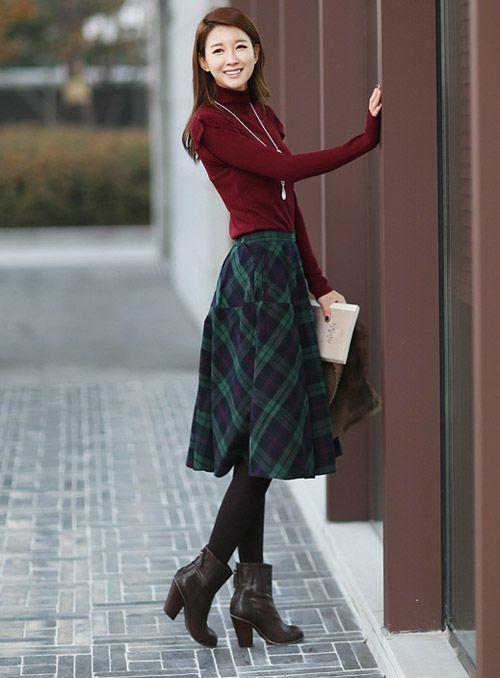 Gợi ý mix đồ công sở với áo len cổ lọ nữ
