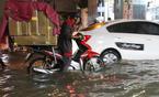 Sài Gòn mưa suốt đêm, đường phố mênh mông nước