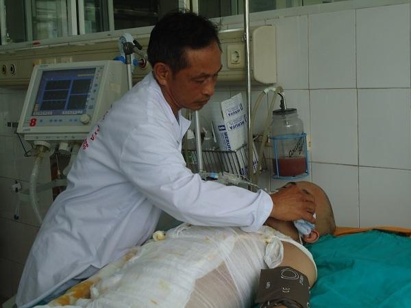 Hơn 10 triệu đồng đến với em Nguyễn Tiến Anh nạn nhân trong vụ cháy ở huyện Hoài Đức