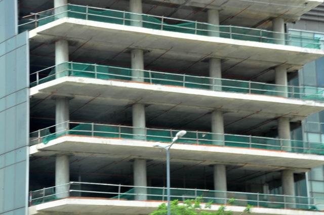 Cận cảnh cao ốc 'làm xấu diện mạo TP.HCM vừa bị thu giữ vì nợ 7.000 tỷ đồng