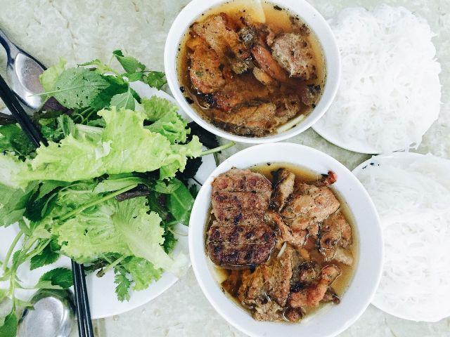 Những quán bún chả luôn đông nghịt khách ở Hà Nội