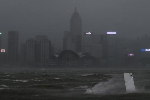Bão Hato càn quét Hong Kong