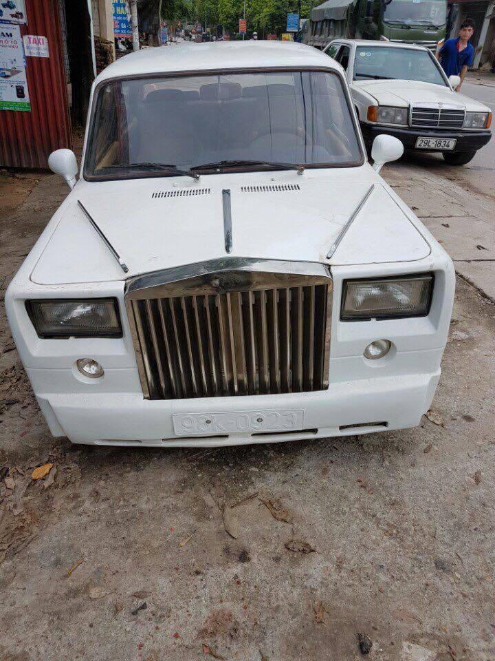 Vui mắt với chiếc 'Lada già' biển Bắc Giang độ Rolls-Royce Phantom