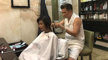 Đàm Vĩnh Hưng tự tay cắt tóc cho học trò trước khi đi diễn