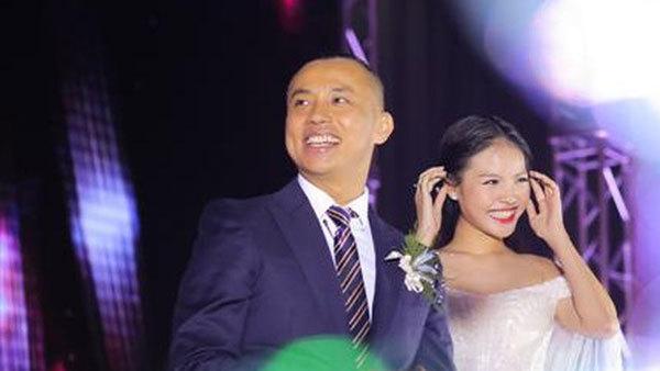 Chí Anh nói về cuộc sống bên vợ trẻ kém 20 tuổi