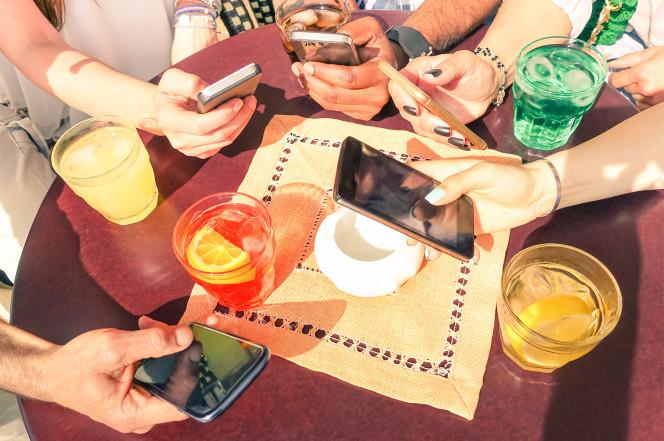Nhà hàng, Điện thoại, Phép lịch sự