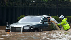 Vì sao hiện tượng thủy kích cực kì nguy hiểm cho động cơ xe?