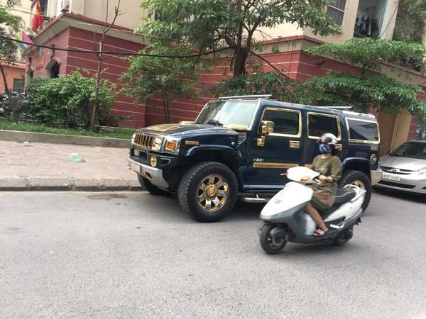 Nữ tài xế lái xe dát vàng ở Hà Nội gây xôn xao - ảnh 2