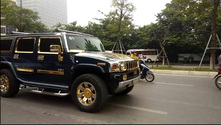 Nữ tài xế lái xe dát vàng ở Hà Nội gây xôn xao - ảnh 4