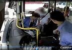 Bị tài xế xe buýt 'tóm dính', gã móc túi sợ mất vía