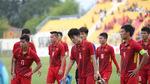Tuyển thủ U22 Việt Nam cúi đầu chào CĐV, lầm lũi chia tay SEA Games