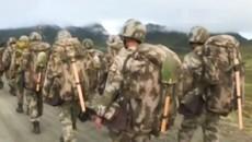 Lính TQ diễn tập, đào công sự gần biên giới với Ấn Độ