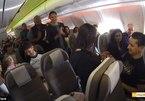 Xem màn cầu hôn bất ngờ trên máy bay