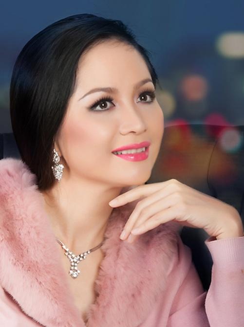 Hoa hậu Thiên Nga,  làng sao