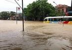 Tuyên Quang mưa lớn, đường quốc lộ ngập sâu