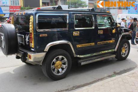 Xe Rolls-Royce và Hummer tiền tỷ, 'dát vàng' tại Hà Nội