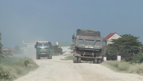 Kỷ luật 5 chủ tịch xã để xe quá tải 'lộng hành'
