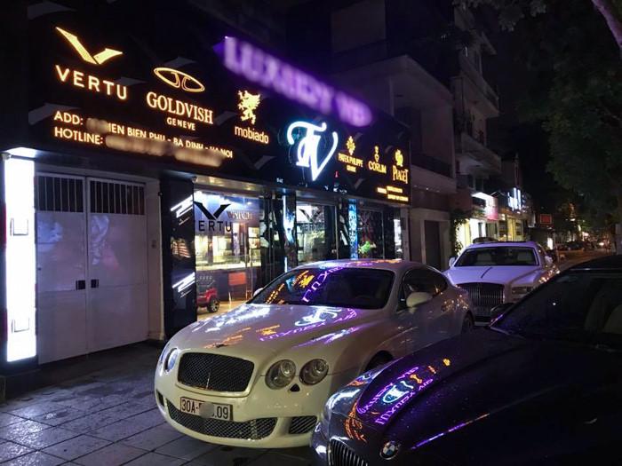 Siêu sang Bentley 'nhọ' nhất Hà Nội: Bị vặt gương và xe tải đâm