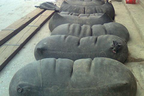 Bảy tấn lợn chết thối, rượu hóa chất đựng săm ô tô: Dân nhậu coi chừng