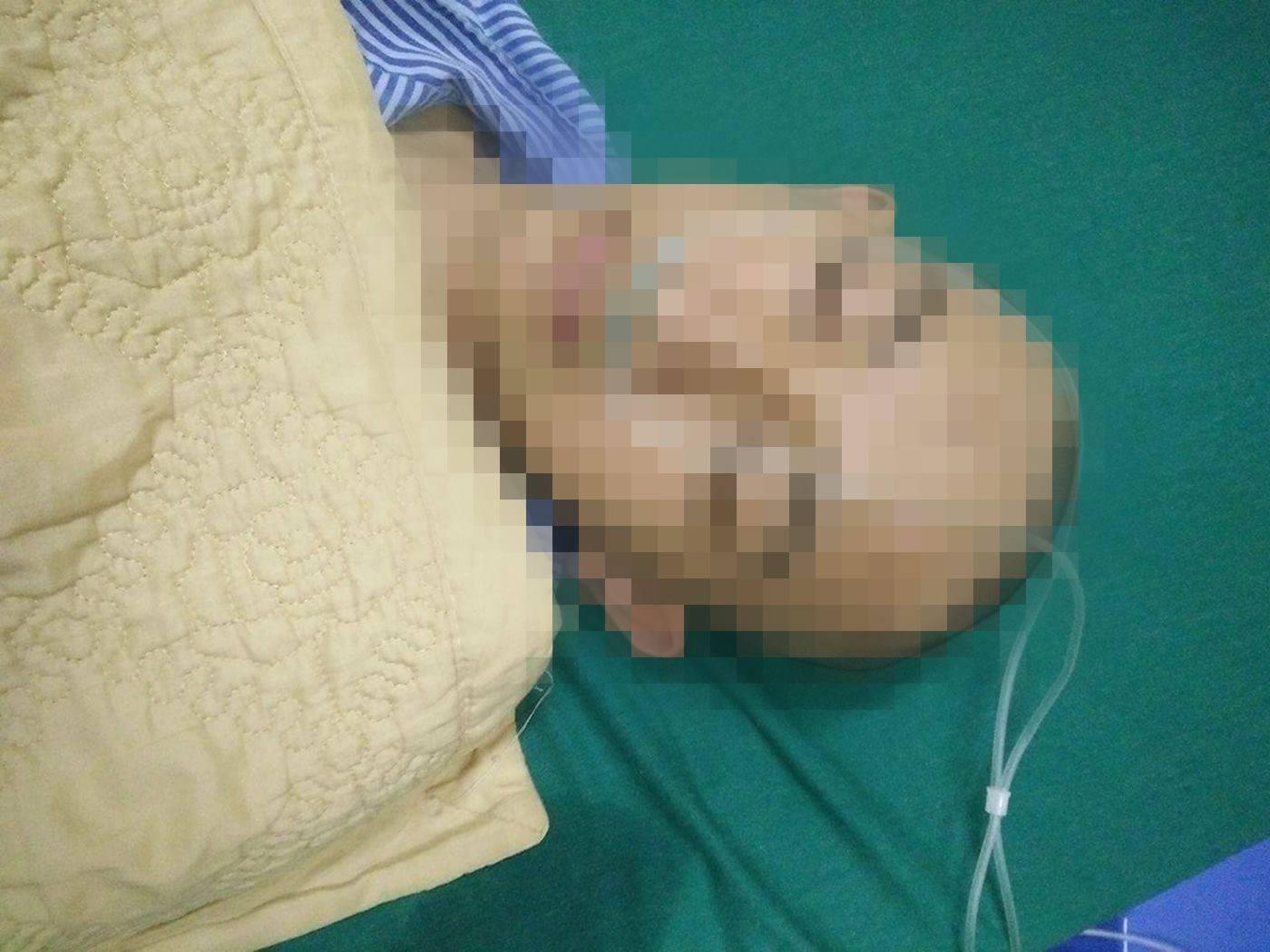 Một nam sinh bị bạn cùng trường đánh phải nhập viện