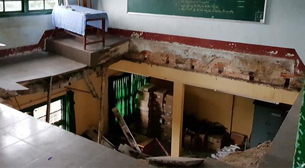 Sập phòng học, 10 học sinh rơi từ độ cao 5m trọng thương