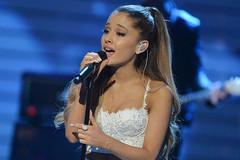 Ariana Grande hát sung tại Trung Quốc sau khi hủy diễn ở Việt Nam