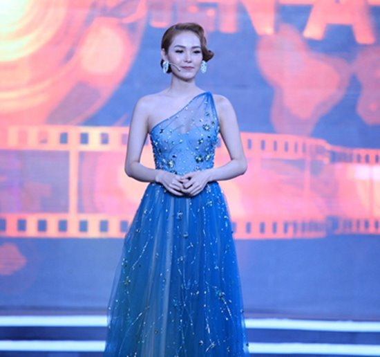 Lan Khuê diện váy xẻ táo bạo, Minh Tú khoe đường cong triệt để