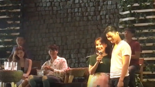 Bảo Thanh ôm chặt chồng hát 'Tình thôi xót xa' trước hàng trăm fan