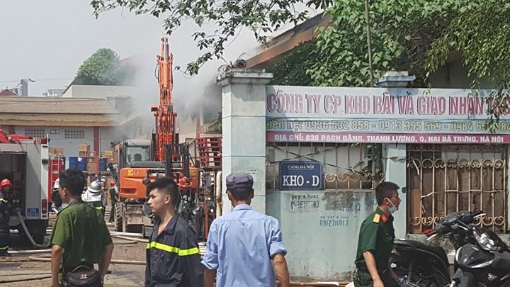 Hà Nội: Cháy dữ dội kho hàng ở cảng Bạch Đằng