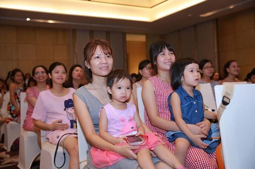 Thúy Hạnh kể chuyện nuôi con với mẹ chồng