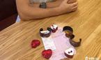 Mua vòng nhựa, bông tai giả bạc, khách Tây bị 'chặt chém' 1.100 USD