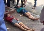 Hà Nội: Sang đường sai chỗ, 2 cô gái trẻ bị đâm ngã bất tỉnh