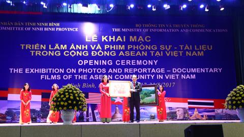 Triển lãm ảnh, phim phóng sự tài liệu về ASEAN tại Ninh Bình