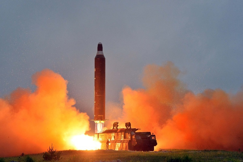 Triều Tiên bất ngờ phóng tên lửa bay qua Nhật Bản