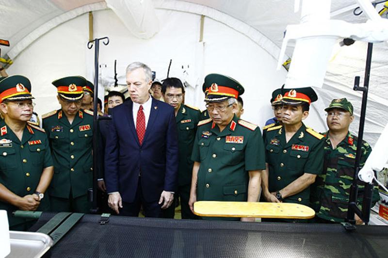 Thượng tướng Nguyễn Chí Vịnh, quốc phòng