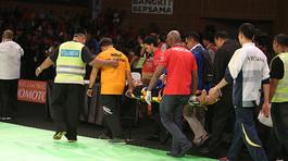 Võ sĩ Việt Nam bị đánh gãy tay, nhập viện cấp cứu ở Malaysia
