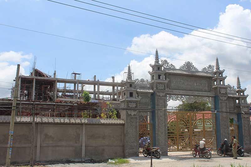 Sập sàn khi đổ bê tông xây chùa, 9 công nhân bị thương