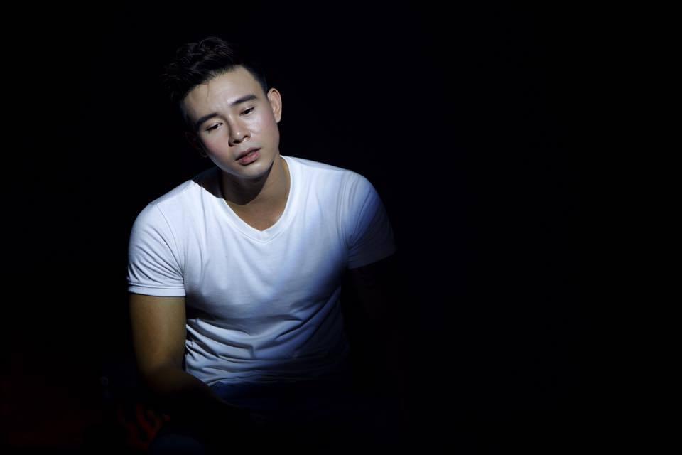 Ca sĩ Đông Hùng tố mẹ ruột nợ tiền tỉ gây chấn động showbiz