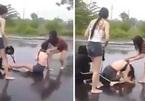 Thiếu nữ bị đánh bò lê lết ở Đà Nẵng: 'Tình địch' dằn mặt