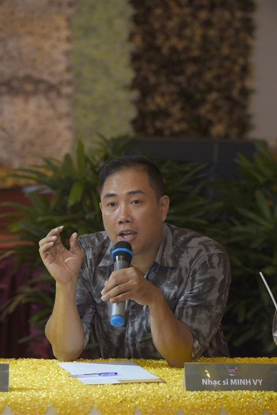 Chồng Cẩm Ly lên tiếng về hiềm khích với Quang Lê