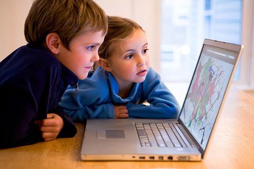 Internet đang 'tấn công' con bạn?