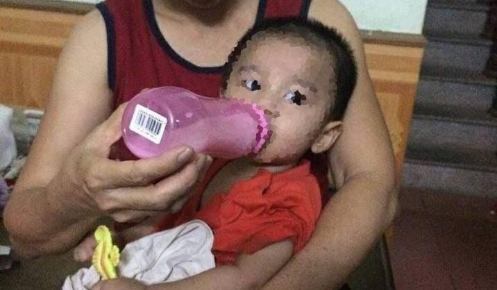 Hà Nội: Bé trai gần 1 tuổi bị bỏ rơi dưới gầm xe tải