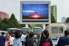 Video Triều Tiên phóng tên lửa khiến thế giới sôi sục