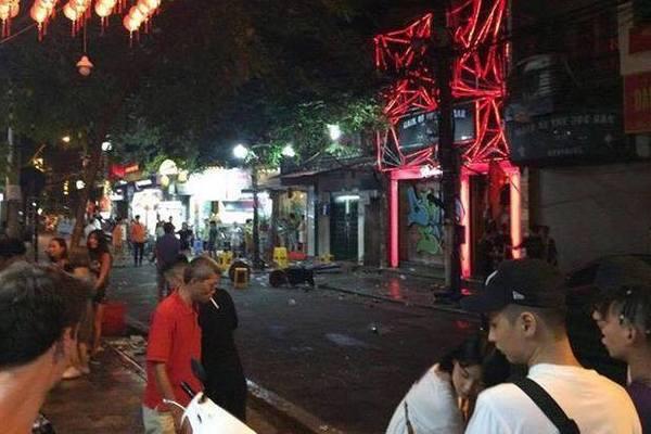 Hà Nội: Hỗn chiến trước quán bar
