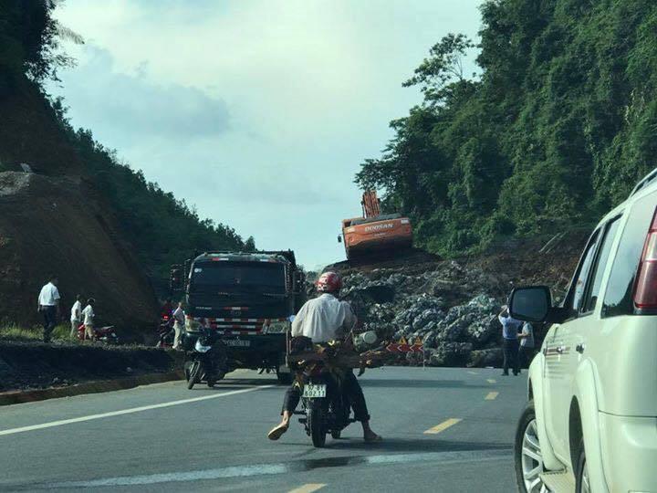 Sạt lở nghiêm trọng trên cao tốc Thái Nguyên - Chợ Mới