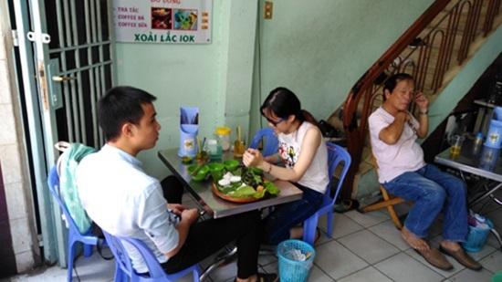 Thăm quán bún đậu và nơi ở đạm bạc của gia đình Đông Hùng