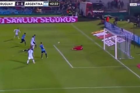 Uruguay 0-0 Argentina phút 43 Messi